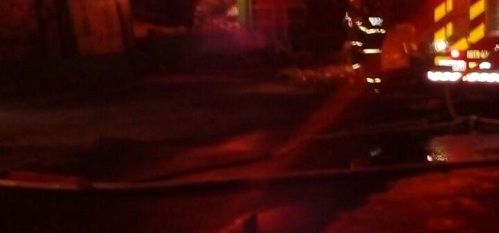 Empresa de tecidos pega fogo em Gaspar