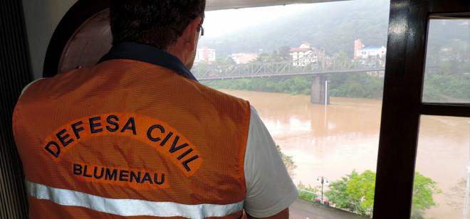 Blumenau amanhece bastante preocupada com o nível do rio