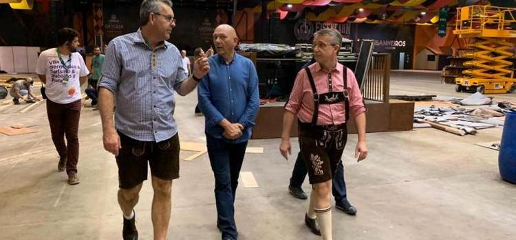 Luciano Hang conhece os bastidores da Oktoberfest