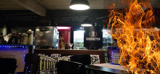 Bombeiros apagam fogo no caixa do Boteco São Jorge
