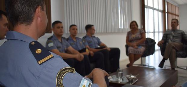 Policiais argentinos auxiliam no atendimento a turistas em SC
