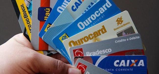 Mês de junho registra alta no uso e nos juros do cartão de crédito