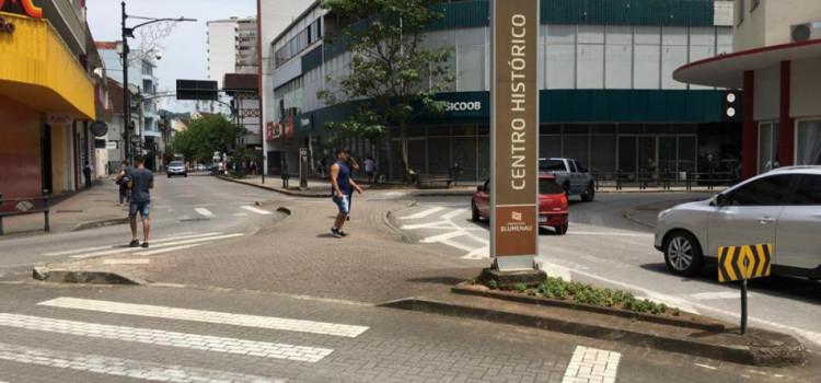 Entroncamento no final da Rua São Paulo ganha travessias elevadas