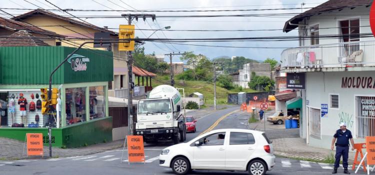 Trecho da 1º de Janeiro terá bloqueio em virtude das obras da BR-470