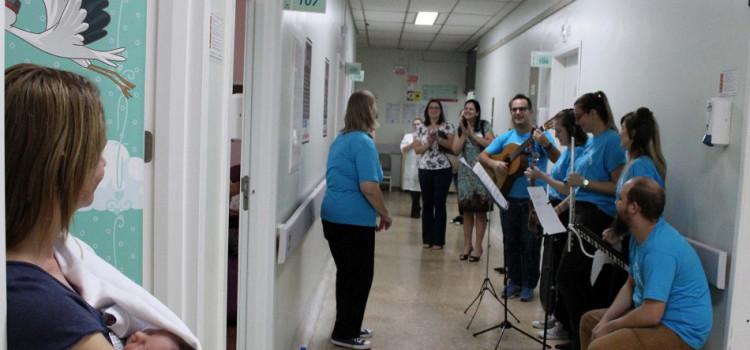 Professores de música alegram pacientes do Hospital Santo Antônio