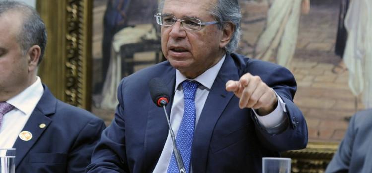 Ministro da Economia fala em 'travar' concursos públicos