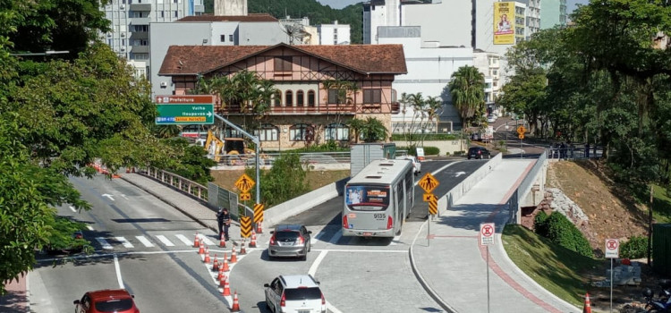 Ponte do Centro Histórico já está aberta para o tráfego