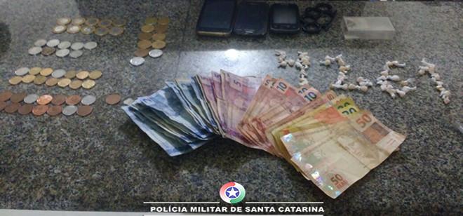 Três suspeitos são presos por tráfico de drogas em Blumenau