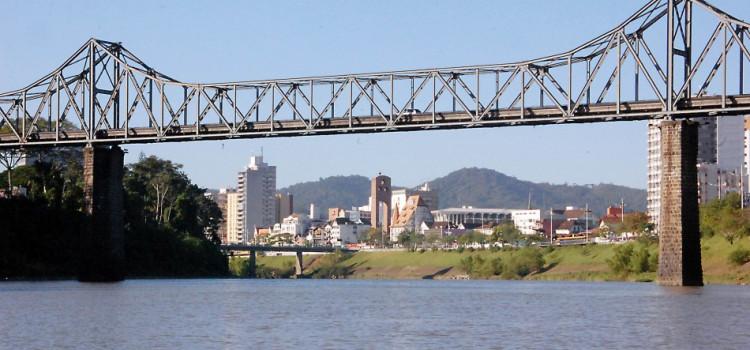 Prefeitura realiza limpeza pública na Ponte de Ferro e no túnel