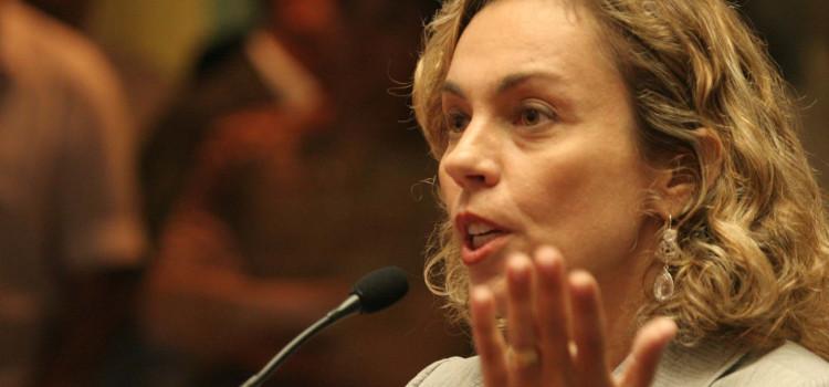 Ana Paula Lima que pede habilitação de leitos de UTI