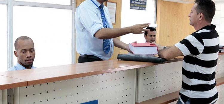 Dispensado reconhecimento de firma e autenticação de documento