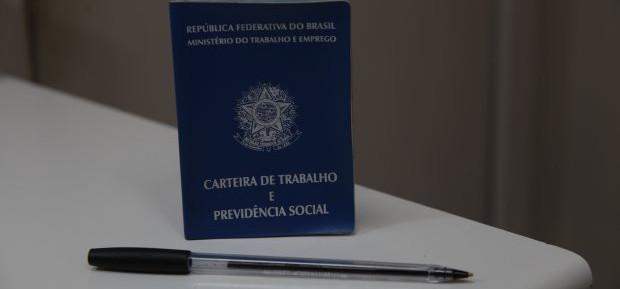 Santa Catarina dispõe de quase 2 mil vagas de emprego