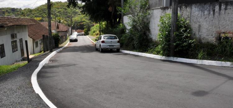 Prefeitura entrega pavimentação da Rua Irmgard Carl nesta quarta-feira