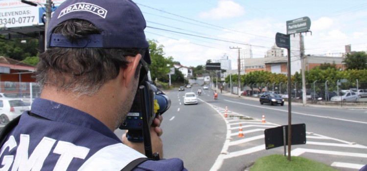 Confira as ruas que serão fiscalizadas com radares móveis