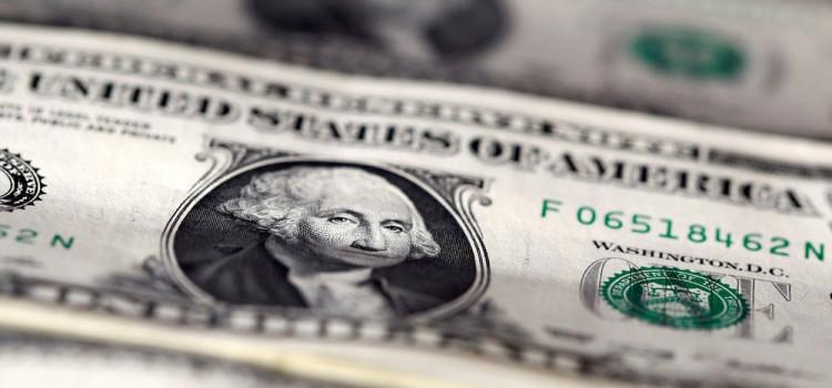 Dólar passa a cair após bater R$ 4,38