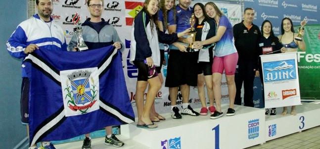 Provas de natação de três eventos esportivos são realizados em Palhoça