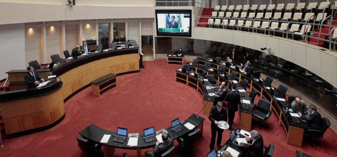 Crise chega a Santa Catarina e parlamentares indagam pelos culpados