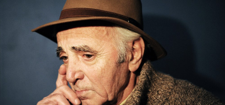 Charles Aznavour morre aos 94 anos