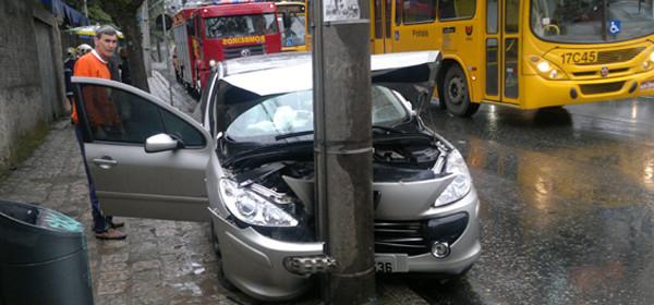 Jovem se fere em acidente de trânsito na Sete