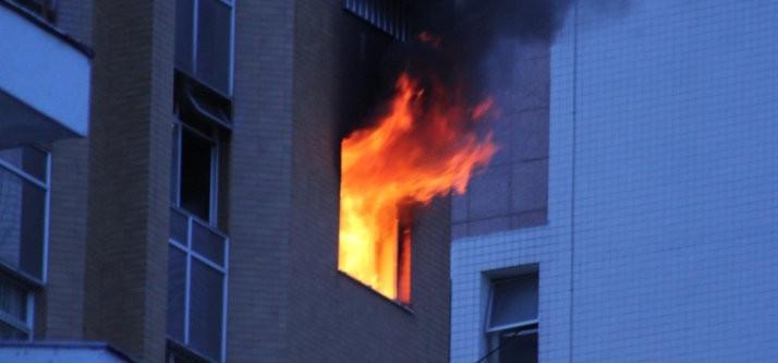 Apartamento pega fogo na Rua Amazonas