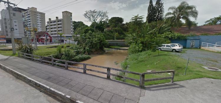 Homem morre ao cair de ponte perto do Ramiro