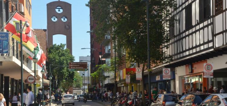 Blumenau retoma contratações com força em junho