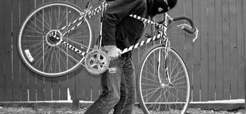 Ladrão rouba bicicleta na 1° de Janeiro