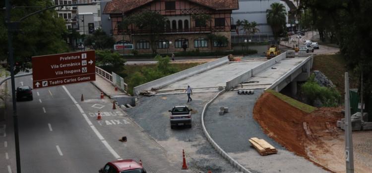 Município pavimenta acesso sobre a Ponte da XV amanhã