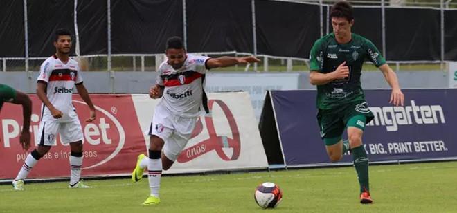 Metrô e Joinville empatam em zero para poucos torcedores