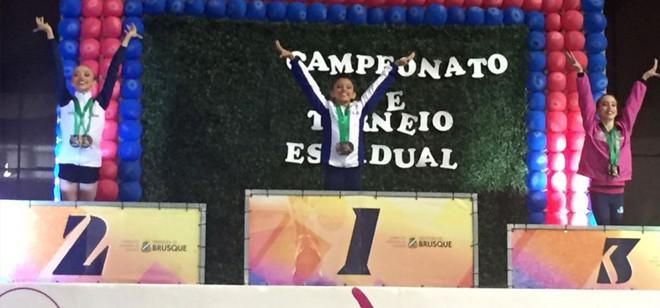 Nathalia Nogueira conquista ouro no Estadual Infantil de Ginástica Rítmica