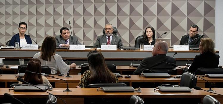 Especialistas defendem CPI para investigar sistema penitenciário