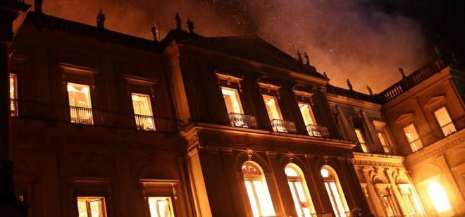 Museu destruído em incêndio era o maior centro de história natural do mundo