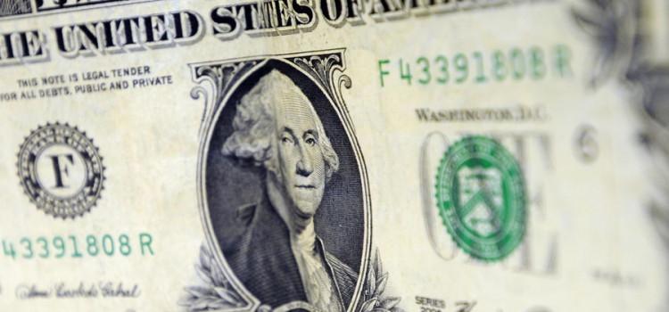 Dólar fecha em queda e Bovespa bate novo recorde