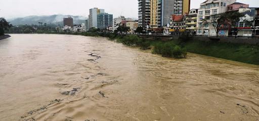 Chuva eleva nível do Rio Itajaí