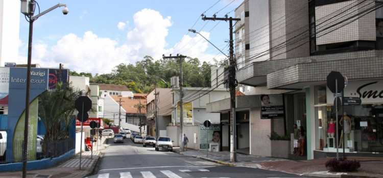 Prefeitura realiza mudanças de trânsito na Rua Paul Hering
