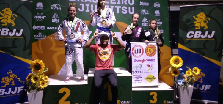 Blumenauense de 16 anos é nova campeão brasileira de jiu-jítsu