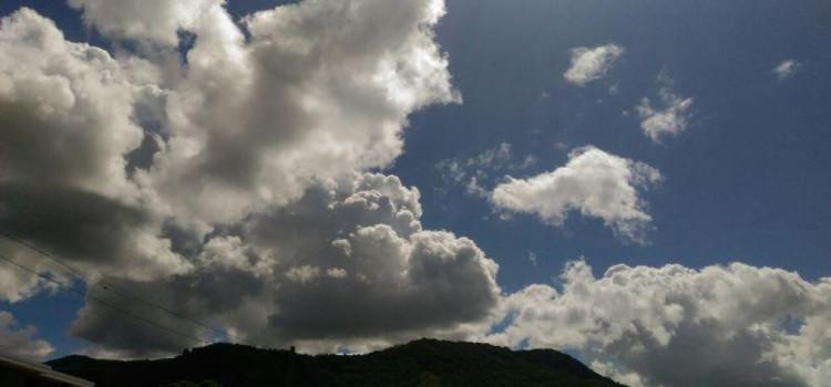 Sexta-feira de nebulosidade com algumas aberturas de sol