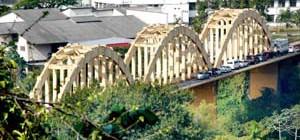 Prefeitura realiza manutenção da iluminação pública da Ponte dos Arcos