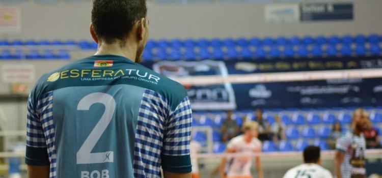 Vôlei masculino vence mais uma e segue invicto na Superliga B