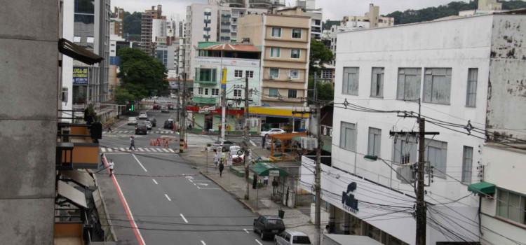 Ruas Floriano Peixoto e Curt Hering terão trechos interditados neste domingo