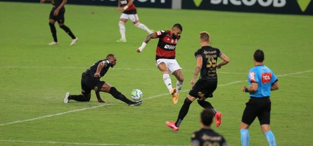 Ceará vence Flamengo