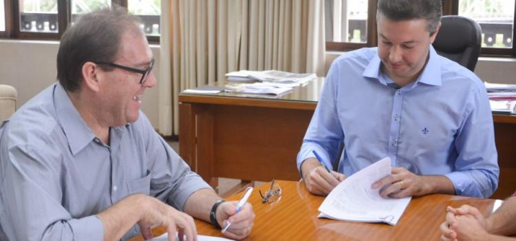 Prefeitura assina contrato da nova concessão do transporte coletivo