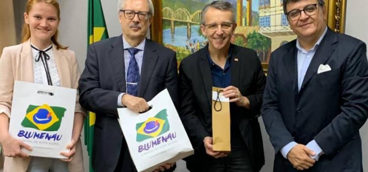 Diplomatas russos buscam parcerias em Blumenau