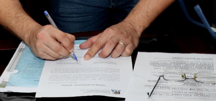 Prefeito interino assina novas ordens de serviço do programa de mutirão