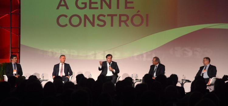 Maia anuncia agenda conjunta com o Senado para reestruturar o Estado