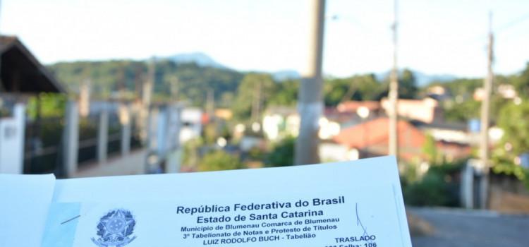 Prefeitura entrega escrituras do Loteamento Horto Florestal
