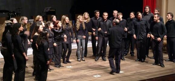 Coro da FURB seleciona vozes masculinas