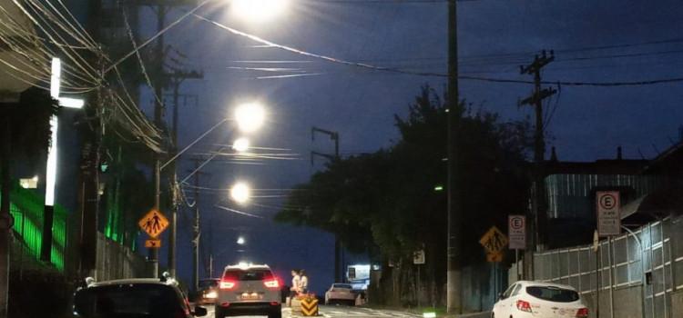 Treze bairros recebem melhoria na iluminação