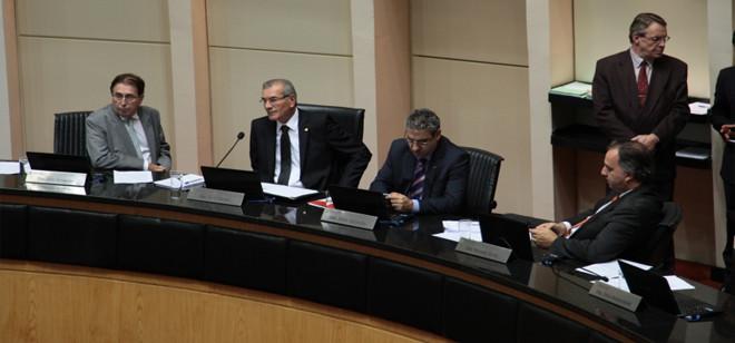 PEC que acaba com aposentadoria de ex-governadores avança na Assembleia