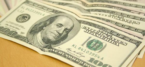Dólar fecha na maior cotação do Plano Real com cenário eleitoral incerto